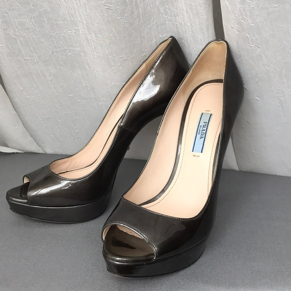 PRADA Black Patent Leather Round Heel Sandals 8.5 38.5 for